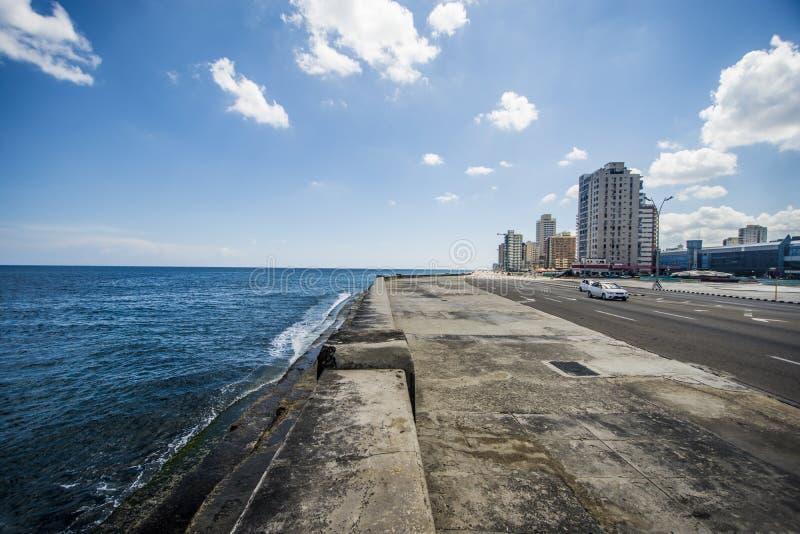 O Malecon ou o Avenida Maceo em Havana Cuba que contém o oceano fotos de stock