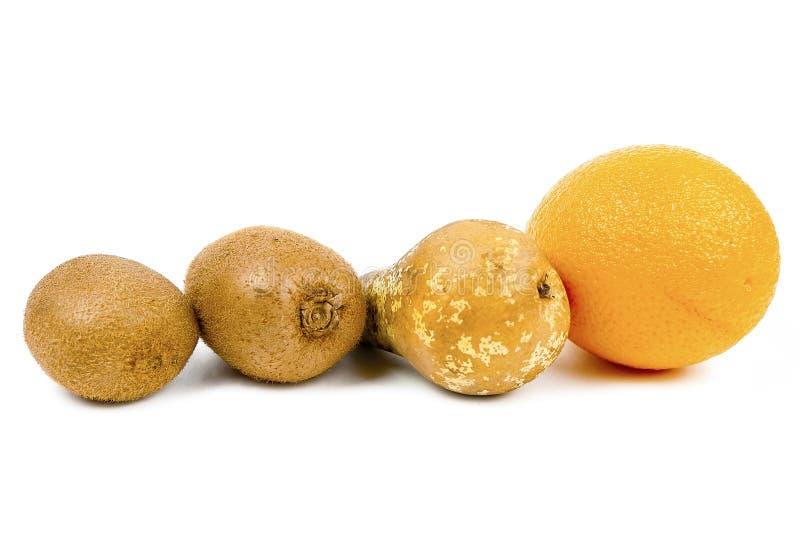O mandarino da pera do quivi em um fundo branco imagens de stock