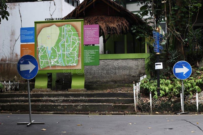 O mapa no parque imagens de stock