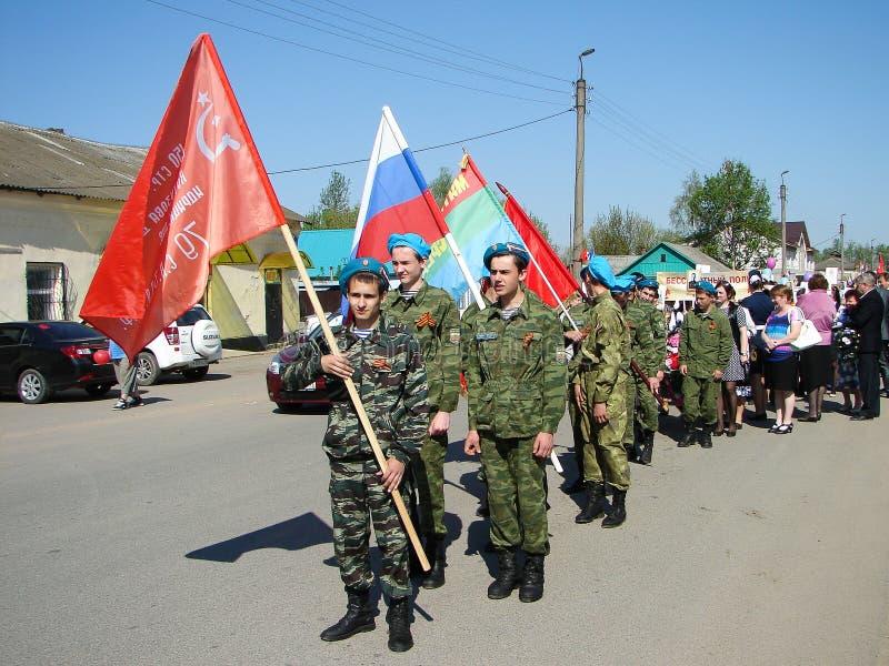 O março do regimento imortal na região Rússia de Kaluga em 9 pode 2016 imagem de stock