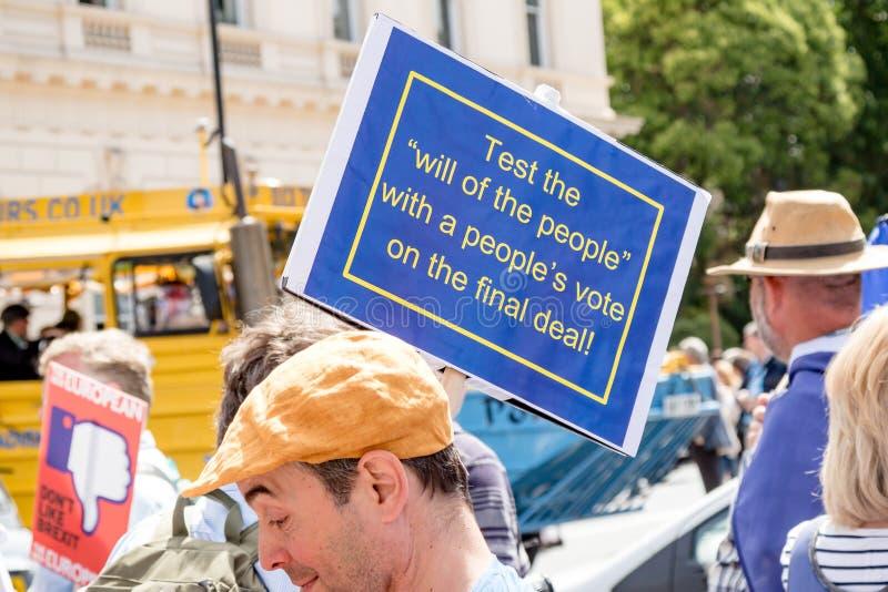 O março para um voto do ` s dos povos foto de stock