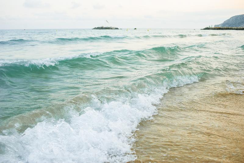 O mar acena na praia foto de stock royalty free