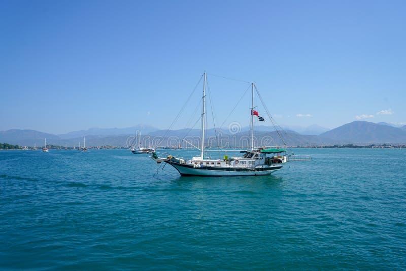 O mar azul yachts, late de Fethiye, Mugla, Turke imagem de stock royalty free