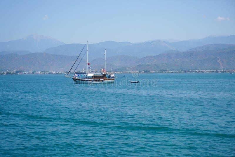 O mar azul yachts, late de Fethiye, Mugla, Turke foto de stock