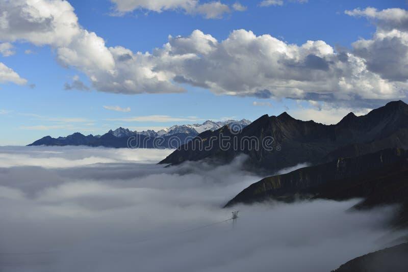 O mar da nuvem da montanha Zheduo fotografia de stock royalty free