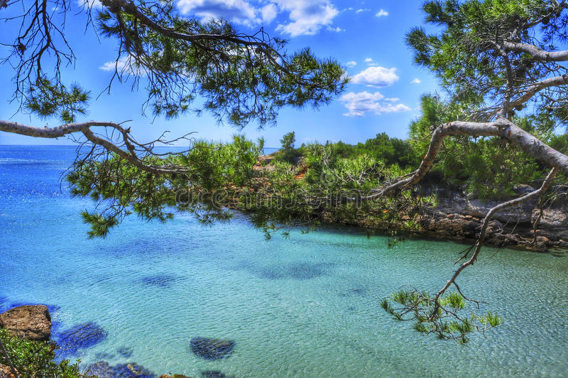 O mar Mediterrâneo em Costa Dorada, Espanha imagem de stock royalty free