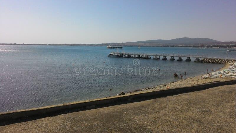 O Mar Negro Gelendzhik cais Povos Iate fotos de stock