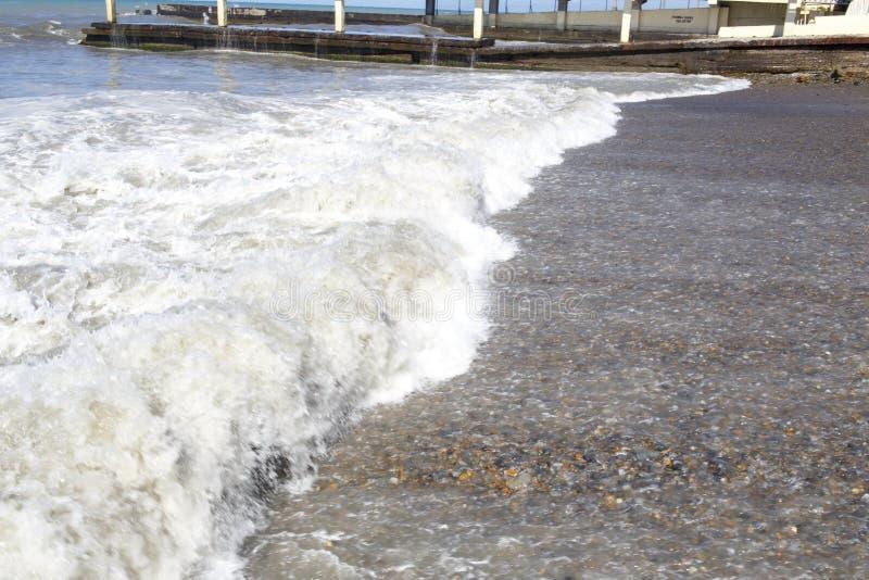O Mar Negro Ondas do mar Sochi imagem de stock