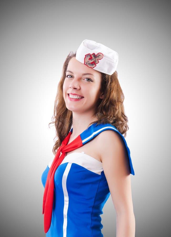 O marinheiro da jovem mulher no conceito marinho foto de stock