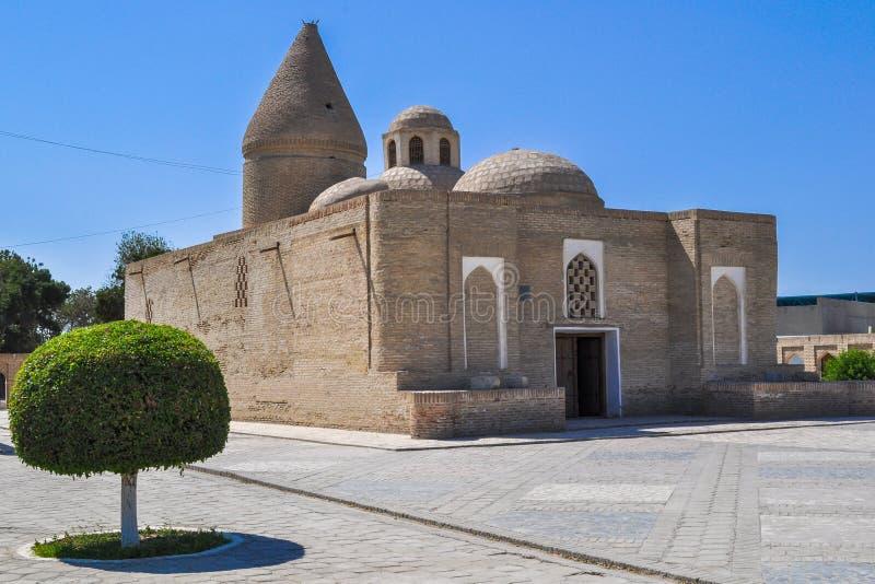 O mausoléu de Chashma-Ayub é ficado situado na parte histórica de Bukhara fotografia de stock royalty free