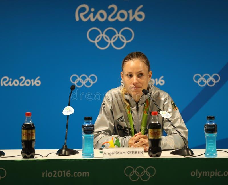 O medalhista de prata Angelique Kerber de Alemanha durante a conferência de imprensa após o ` s das mulheres do tênis escolhe o f foto de stock