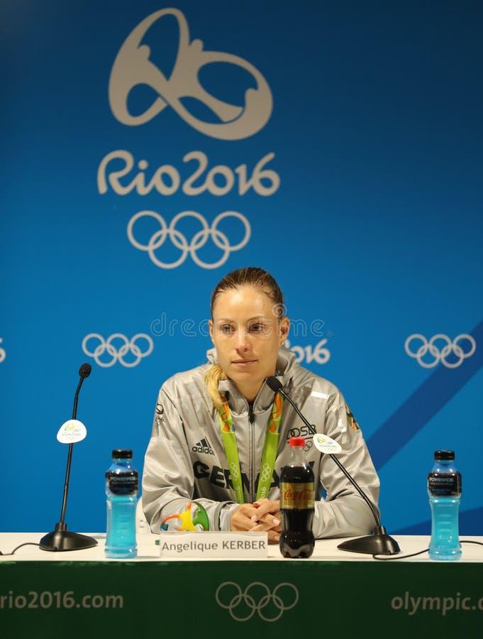 O medalhista de prata Angelique Kerber de Alemanha durante a conferência de imprensa após o ` s das mulheres do tênis escolhe o f fotografia de stock