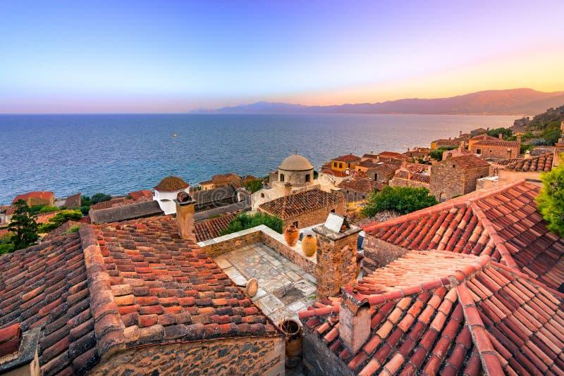 O ` medieval do castletown do ` de Monemvasia, chamado frequentemente o ` o ` grego de Gibraltar, Lakonia, Peloponnese imagem de stock royalty free