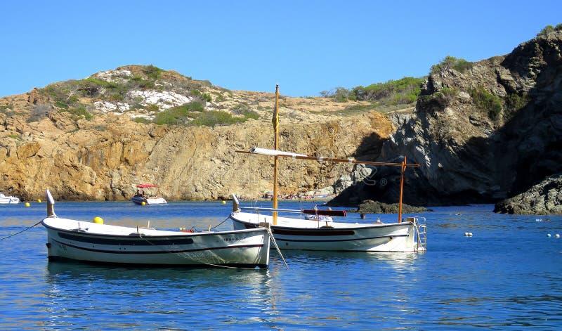 O mediterrâneo calmo bonito no alvorecer fotografia de stock