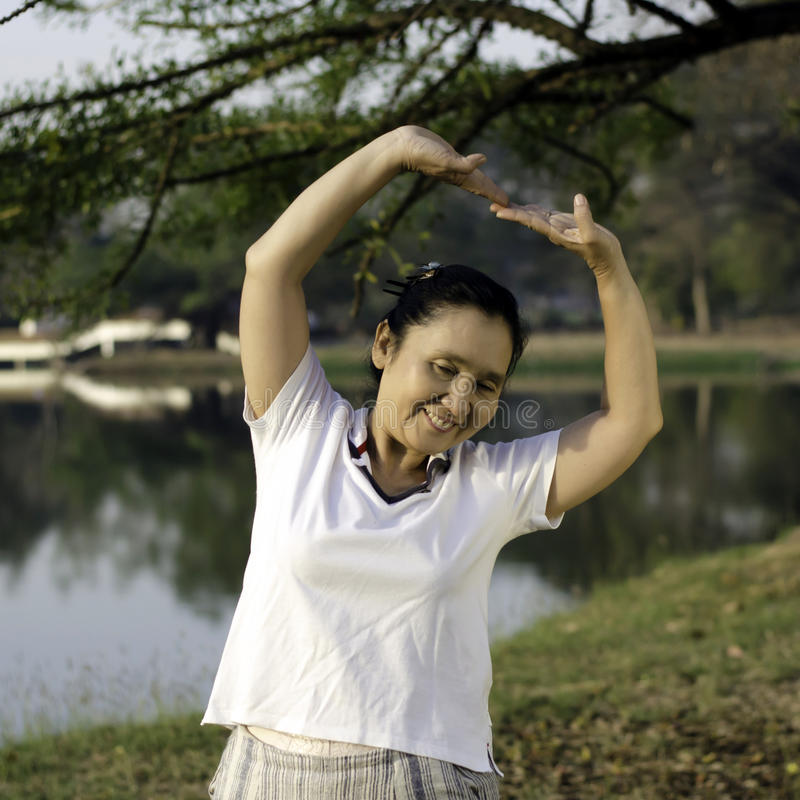 Meio saudável mulher envelhecida fotografia de stock royalty free