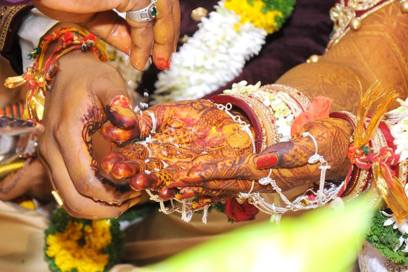O melhor casamento para as fotos conservadas em estoque das mãos indianas imagem de stock