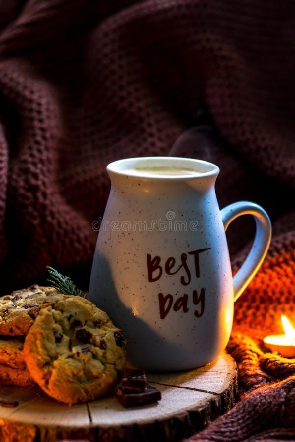 O melhor copo de café do dia com cookies caseiros Humor do estilo de vida foto de stock