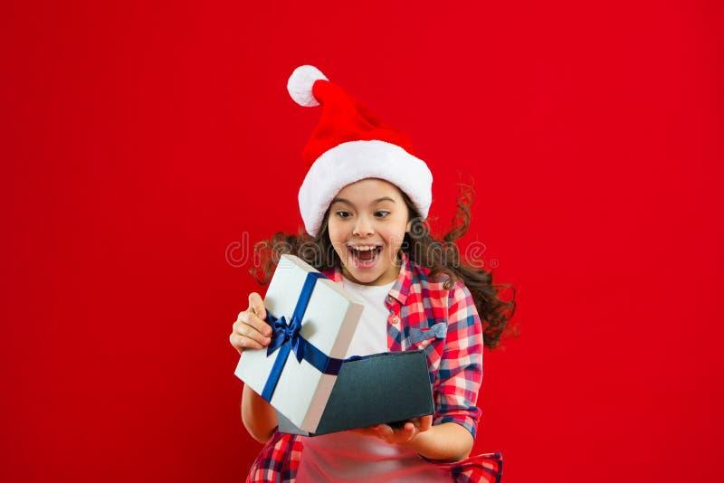 O melhor presente de Natal Feriados de inverno felizes Menina pequena Presente para o Xmas Infância Partido do ano novo Papai Noe imagem de stock royalty free