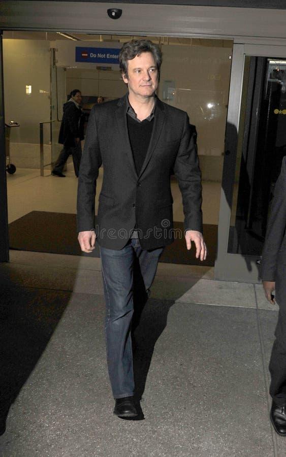 O melhor vencedor Colin Firth de Oscar do ator no aeroporto RELAXADO fotos de stock royalty free