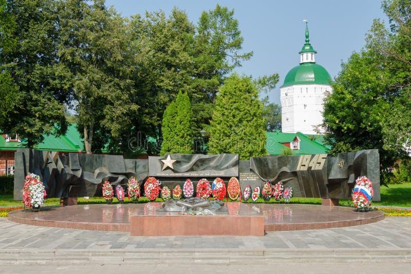 O memorial da vitória na grande guerra patriótica e na chama eterno em Sergiev Posad fotografia de stock