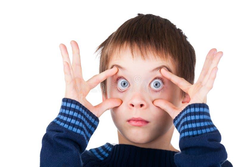 O menino com os olhos largos abre imagens de stock