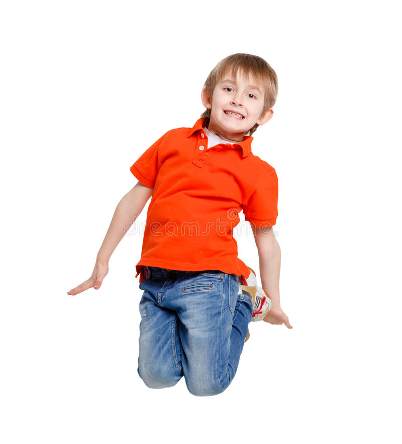 O menino de riso feliz que salta no branco isolou o fundo foto de stock