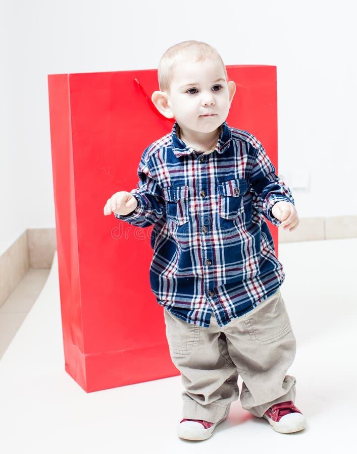 O menino dentro do pacote imagem de stock royalty free
