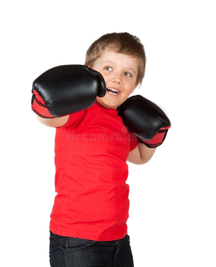 O menino em luvas de encaixotamento imagens de stock royalty free