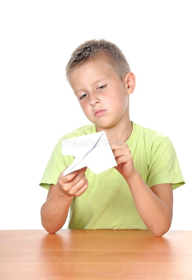 O menino faz o plano de papel fotos de stock royalty free