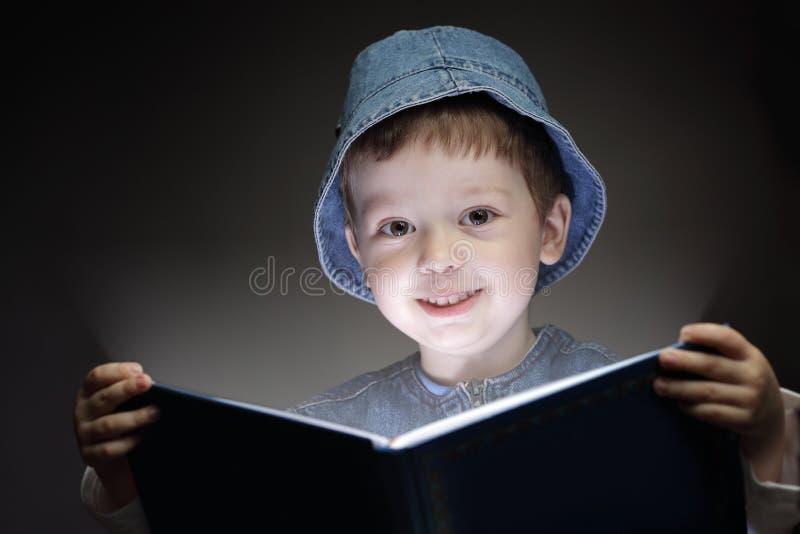 O menino leu o livro fotografia de stock royalty free