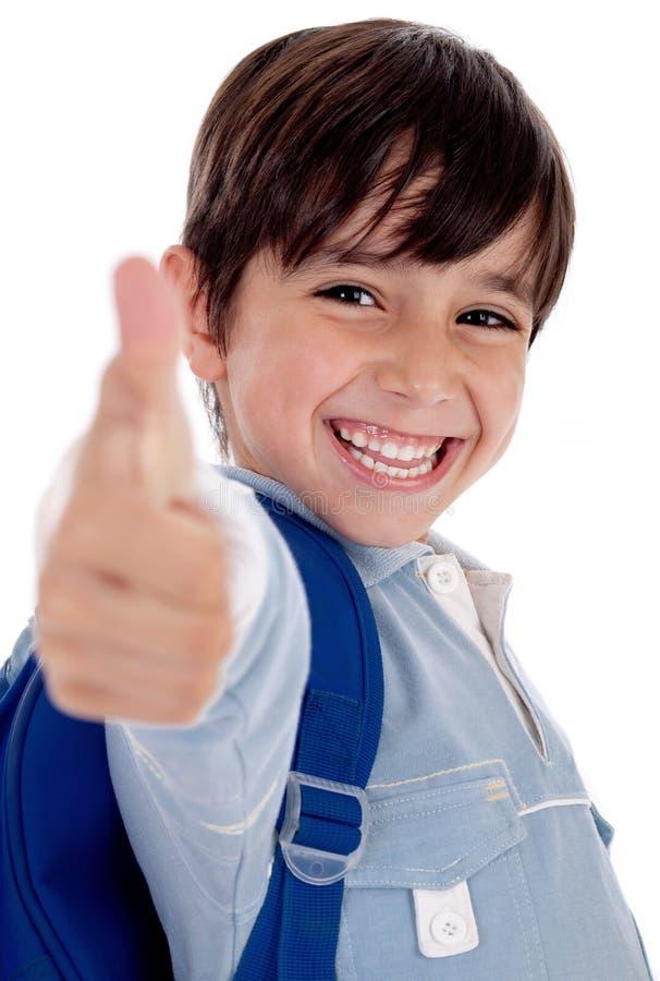 O menino mais amável de sorriso do jardim dá os polegares acima foto de stock royalty free