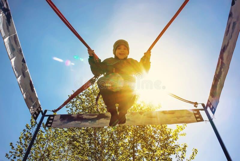 O menino na época do salto com um sorriso imagens de stock royalty free