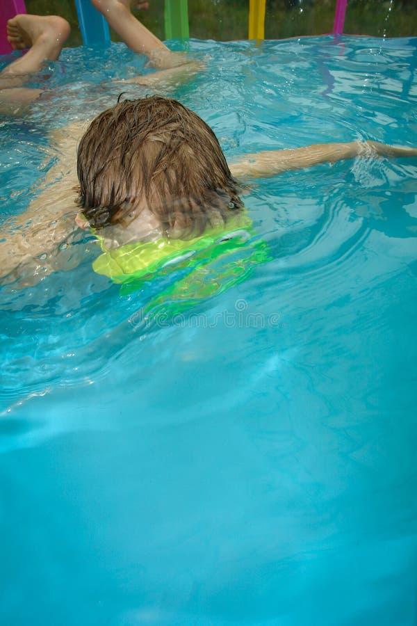 O menino na associação inflável fotografia de stock