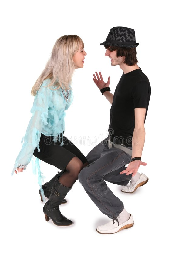 O menino no chapéu negro dança com menina foto de stock