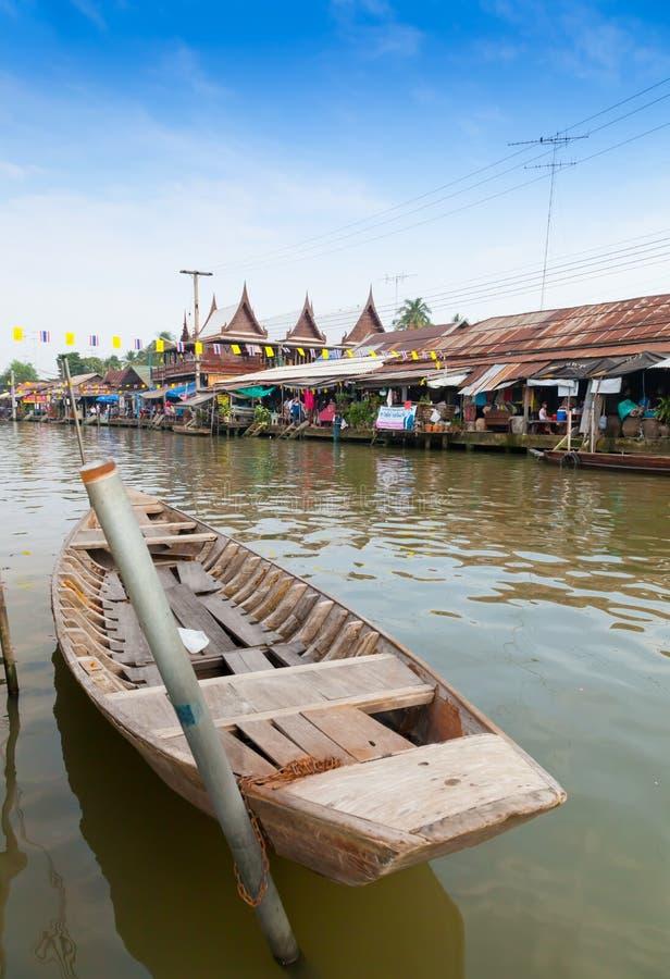 O mercado de flutuação famoso de Ampawa em Tailândia fotos de stock royalty free