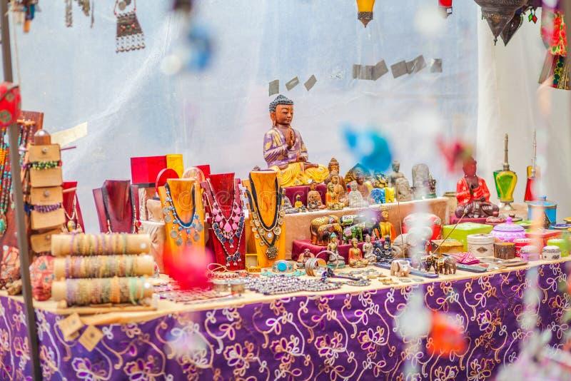 O mercado do hippy de Punta Arabi é um lugar famoso na ilha onde os artistas vendam ofícios feitos a mão e lembranças fotografia de stock