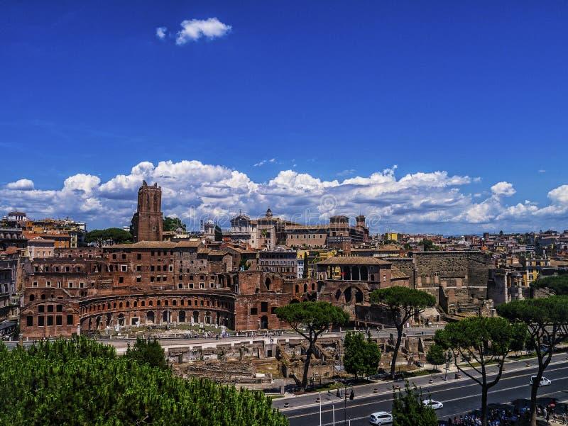 O mercado do ` s de Trajan é um grande complexo das ruínas na cidade de Roma, Itália fotografia de stock royalty free
