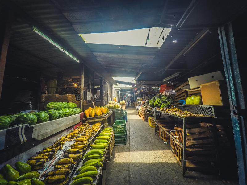 O mercado do vegetal e de fruto para no mercado do alimento na rua de imagens de stock royalty free