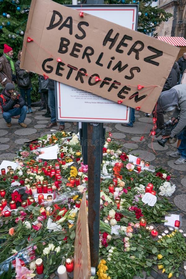O mercado em Berlim, o dia do Natal após o ataque terrorista foto de stock