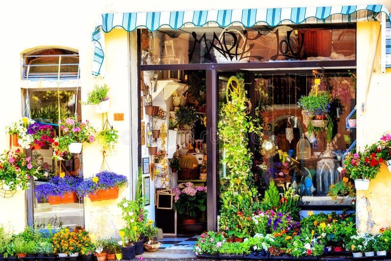 O mercado italiano da flor vende flores da mola imagem de stock royalty free