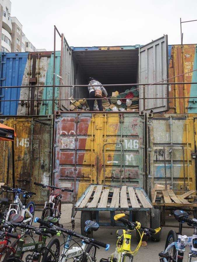 O mercado negro em Ulaanbaatar no Mongolian fotos de stock