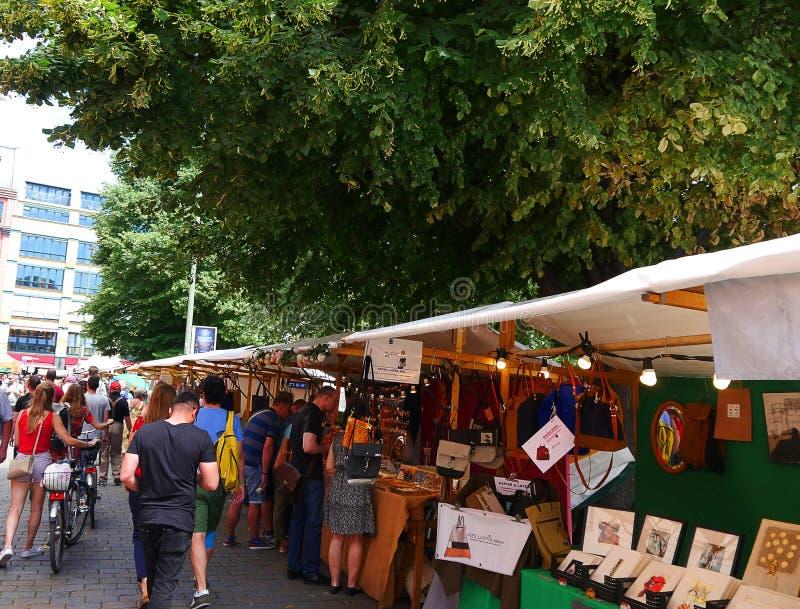 O mercado no distrito de Hackesche em Berlin Germany foto de stock royalty free