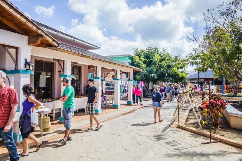 O mercado para turistas chamou Povoado indígeno em Cuba fotos de stock royalty free