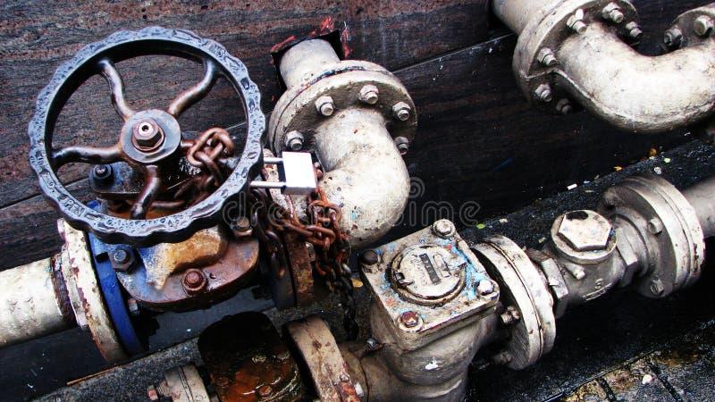 O metal conduz válvulas das alavancas dos fechamentos fotografia de stock