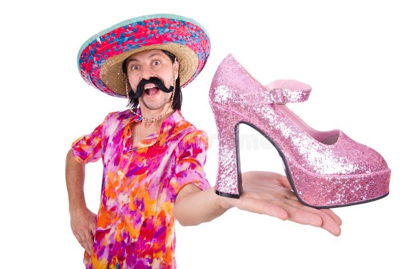 O mexicano engraçado com a sapata da mulher no branco imagens de stock royalty free
