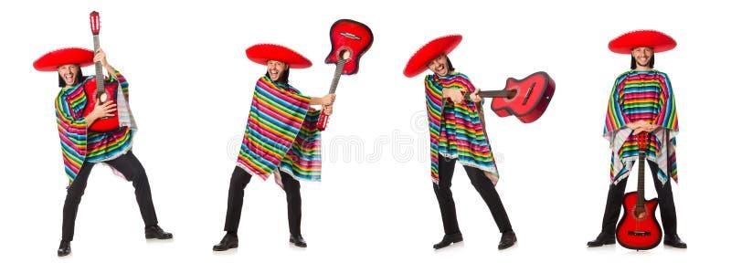 O mexicano no poncho vívido que mantém a guitarra isolada no branco fotografia de stock royalty free