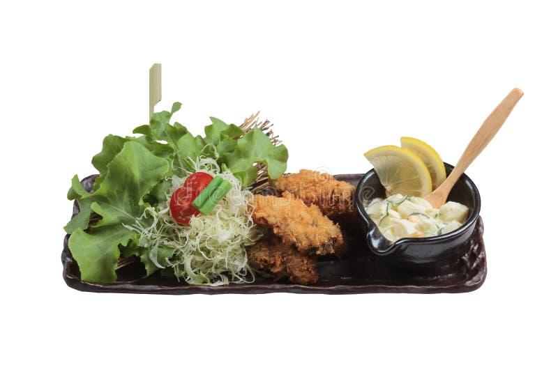 O mexilhão japonês isolado do tempura é mexilhão fritado que mistura com a farinha servida com salada do ovo imagem de stock