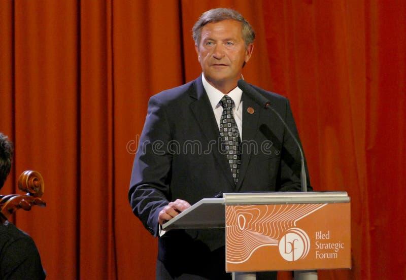 O ministro de Negócios Estrangeiros de Eslovênia Karl Viktor Erjavec na cerimônia de inauguração do negócio sangrou o fórum estra fotografia de stock
