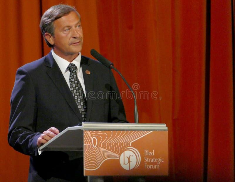 O ministro de Negócios Estrangeiros de Eslovênia Karl Viktor Erjavec na cerimônia de inauguração do negócio sangrou o fórum estra foto de stock