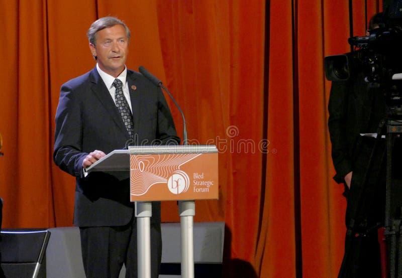 O ministro de Negócios Estrangeiros de Eslovênia Karl Viktor Erjavec na cerimônia de inauguração do negócio sangrou o fórum estra foto de stock royalty free